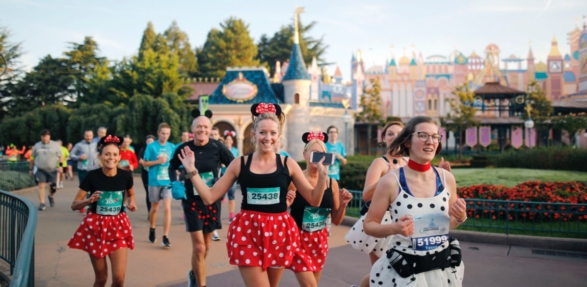 Runners dressed like Minnie Mouse