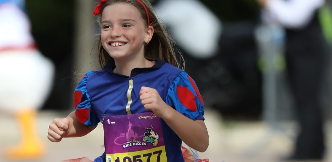 Child dressed as Snow White taking part in the run
