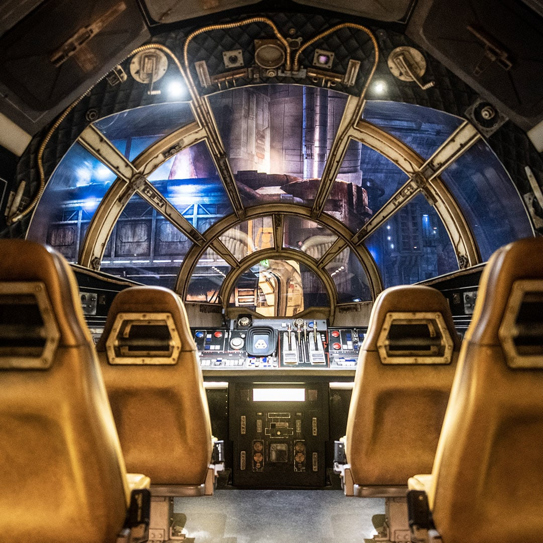 """Apertem os cintos para um """"Embarque e Aprenda"""" a bordo de Millennium Falcon: Smugglers Run em Star Wars: Galaxy's Edge"""
